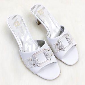 Anne Klein Aknakima White Leather Sandal